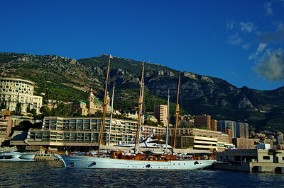 Monaco_harbor_3Mast-schooner-yacht_D3S6855