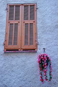 Lucream_Brn-Shutters_Hanging-basket_LAN2473