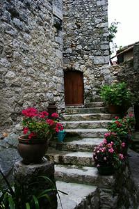 Peillon_doorsteps_&_Flowers_LAN2523