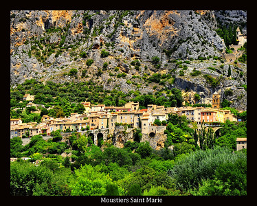 Moustiers_Saint_Marie_collage_HDR2129