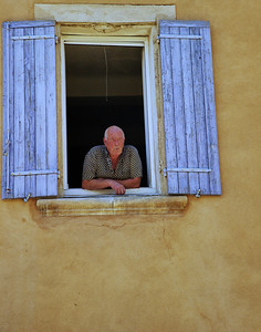 Saint_Saturnin_les_Apt_Man_Window_LAN1531