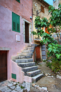 Coursegoules_Stairs_to_Door_LAN4412_hdrX