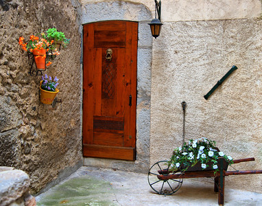 Entrevaux_Wheelbarrow_door_LAN3770_hdr_11x14