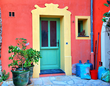 Colorful door in Falicon