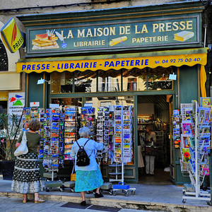 Magazine and newspaper shop in Forcalquier