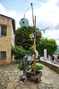 Moustiers Saint Marie, outdoor art