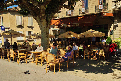 Forcalquier outdoor cafe