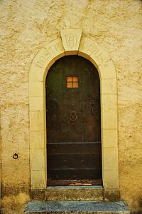 Saint_Saturnin_les_Apt_Nostr_Omus_door_LAN1494