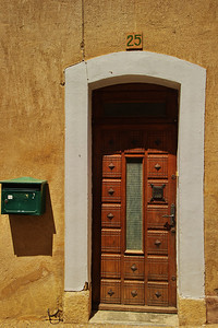 Saint_Saturnin_les_Apt_No25_Door_LAN1492