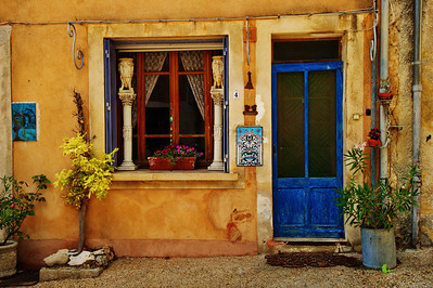 Saint_Saturnin_les_Apt_No4_Blue-Front_Door Window_LAN1541