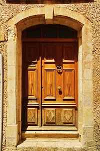 Saint_Saturnin_les_Apt_Arched_doorway_LAN1500