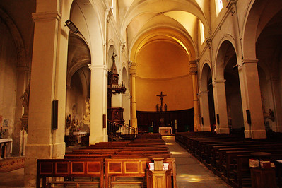 Saint_Saturnin_les_Apt_Church-Interior_LAN1508