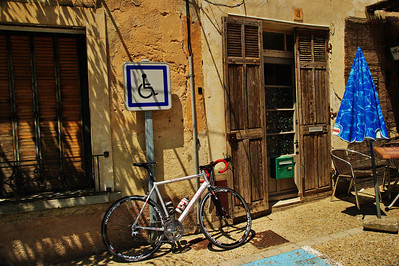 Saint_Saturnin_les_Apt_Bicycle_Door_LAN1515