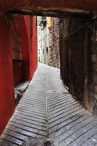 Sospel_narrow_street_HDR4075
