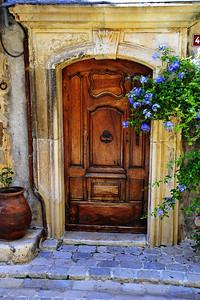 Tourrettes_French_door_blue-flowers_D3S3877