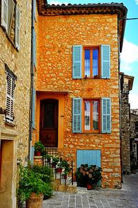 Tourrettes_home_facade_D3S3914