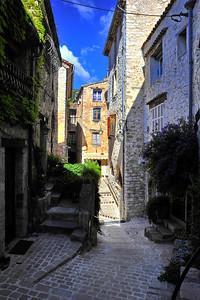 Tourrettes_street_D3S3859