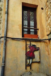 Tourrettes_Painted-window_ladder_D3S3903