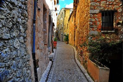 Tourrettes_Street_D3S3900