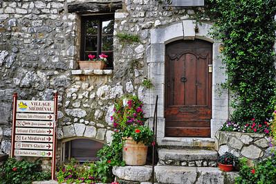 Tourrettes_door_village-gate_D3S3950