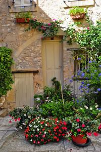 Tourrettes_flowers_door_D3S3916