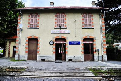 Train_des_Pignes_Station-house_Puget-Theniers_BIF4124