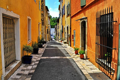 Valbonne_colorful_street_HDR2969