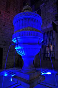 Vence fountain at night