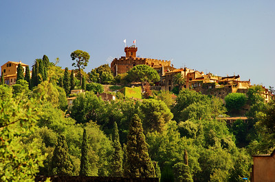 Cagnes_Medieval_Village_on-hill_LAN3360