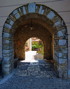 Cagnes_Medieval_Village_Entrance-gate_LAN3356