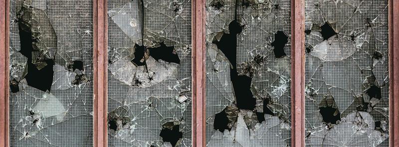 Pedradas en las ventanas