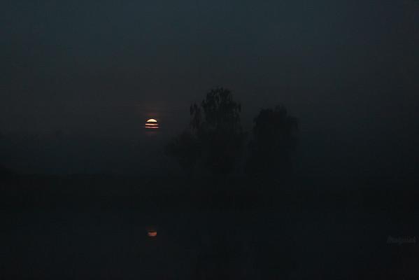 Zachód księżyca o przedświcie dnia Stawy Ciemno-Gnojna; dolina Pisi Gągoliny; Zemia Chełmońskiego ©Mateusz Matysiak