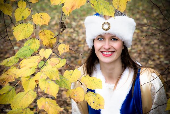 Szlachcianka pod jesienną lipą ©Agata i Mateusz Matysiak