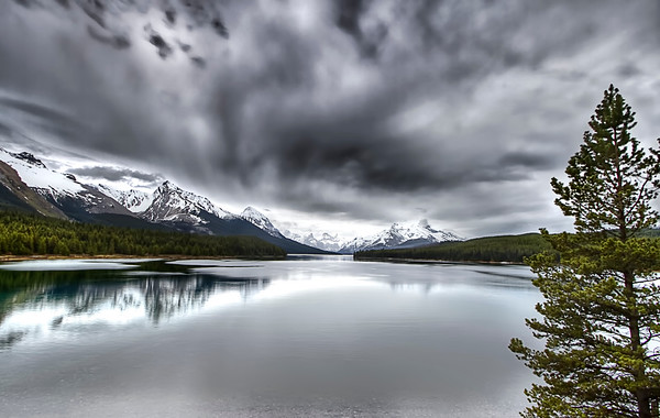Maligne Lake HDR in cloudy weather conditions...