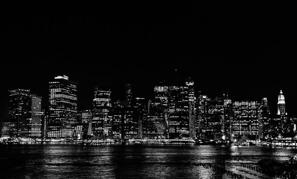 Skyline by night - black/white