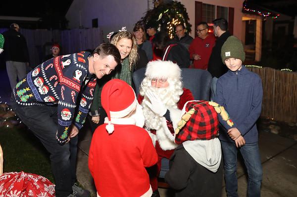 12-08-19-Christmas With Chris & Family-15