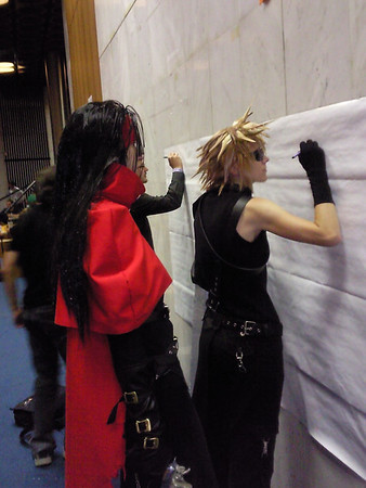 Bojovníčky kreslia na art wall