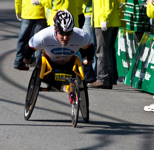 South African Ernst Van Dyk wins mens wheel chair for his ninth win