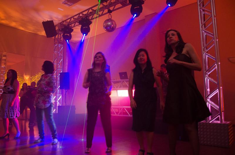 Festa com luzes e dança