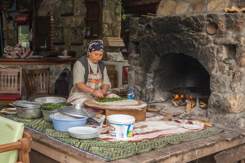 Turkey-Making_Flatbread-in-Sirince