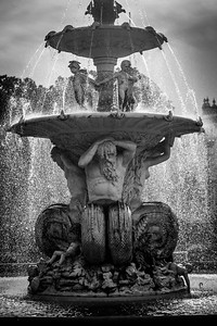 Fountain B&W