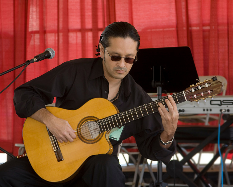Manuel Rivera plays at the FMCA Convention in Pomona. Manuel plays Latin-influenced music including Flamenco. I really enjoyed his style and musicianship.