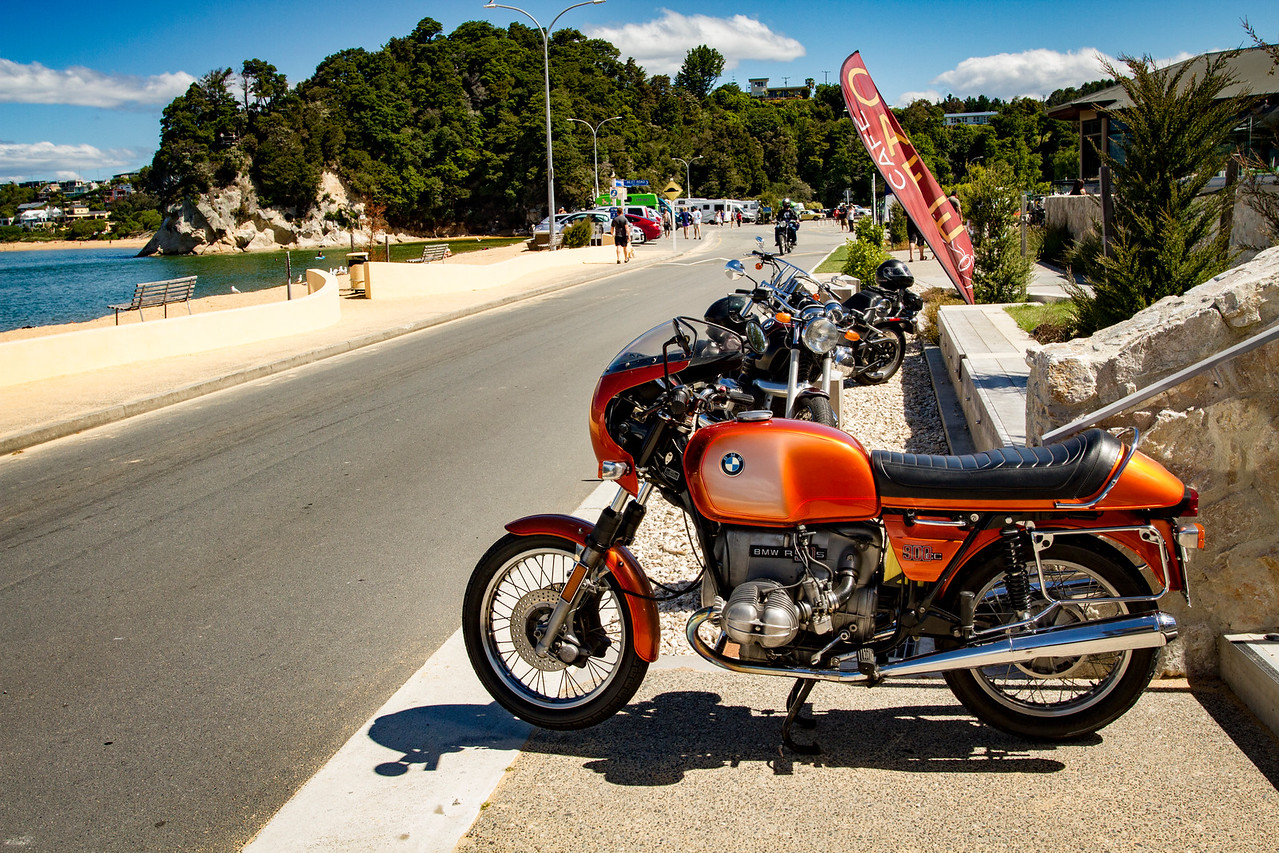 Lotsa vintage bikes around