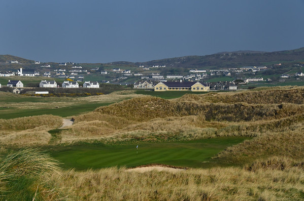 Rosapenna Sandy Hills Course 17th Green and Clubhouse