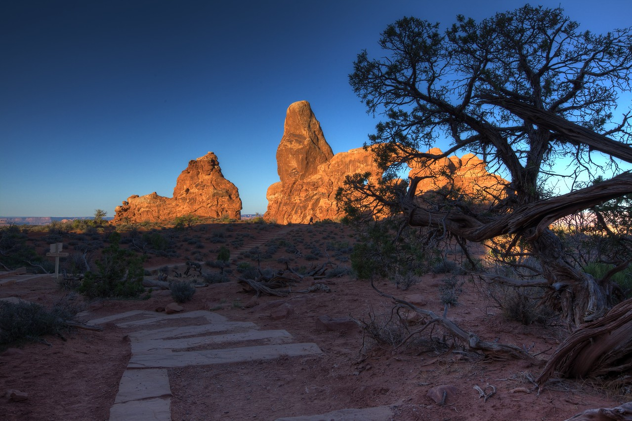 "4/11 - Early morning sunrise in the ""Arches"" state park Moab, UT"