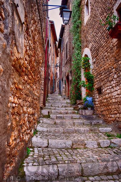 Sermoneta Alley