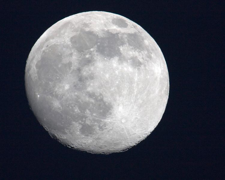Nearly full moon, Dec 10, 2008.