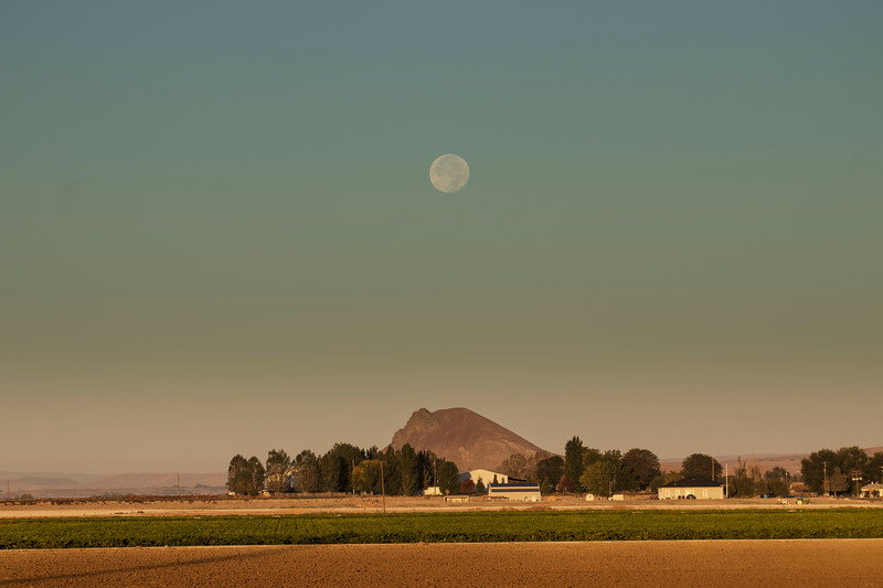 Malheur Butte and Full Moon