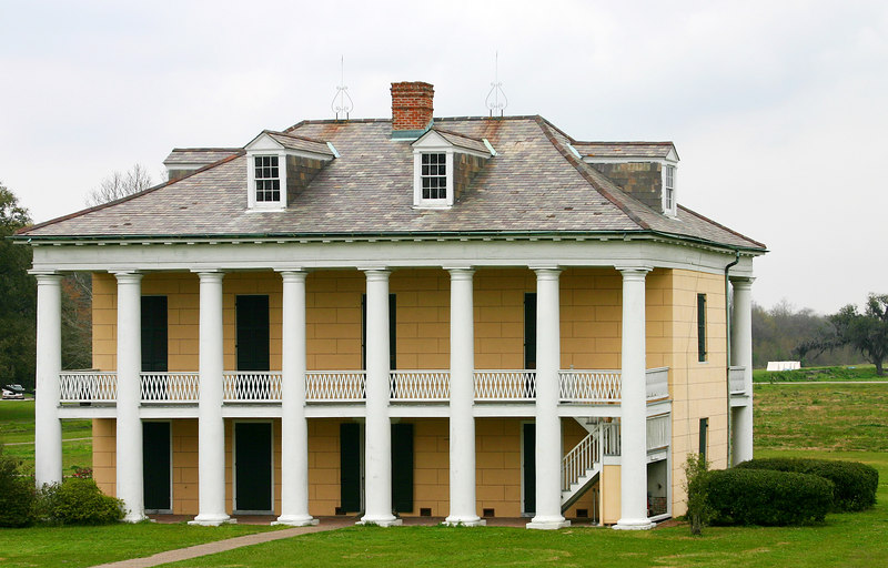 Civil war home in New Orleans Battlefield monument.