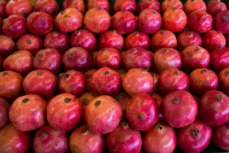 Pomegranates all in a row at Casa de Fruta.